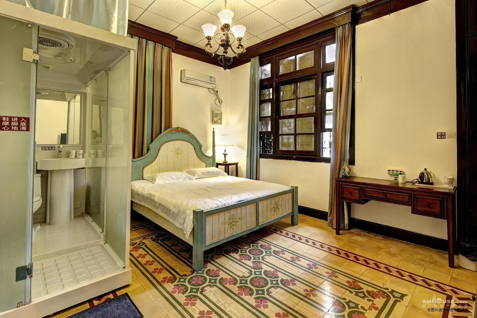 外观欧式建风格,内部民国风格装饰,三层楼17间带独立卫生间卧室,每层