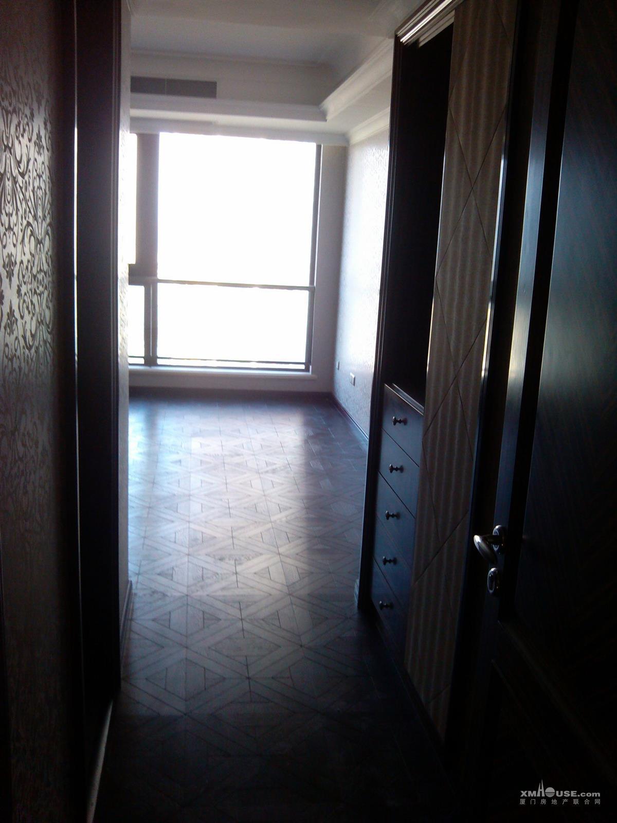 房屋用途:住宅 所在楼层: 第15层/共21层  户型布局:5房2厅4卫3阳台