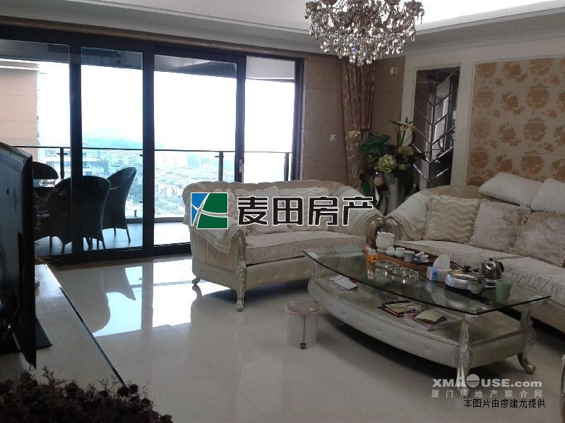 麦田认证房客厅带超大阳台 稀缺户型 精致4房 拎包入住!