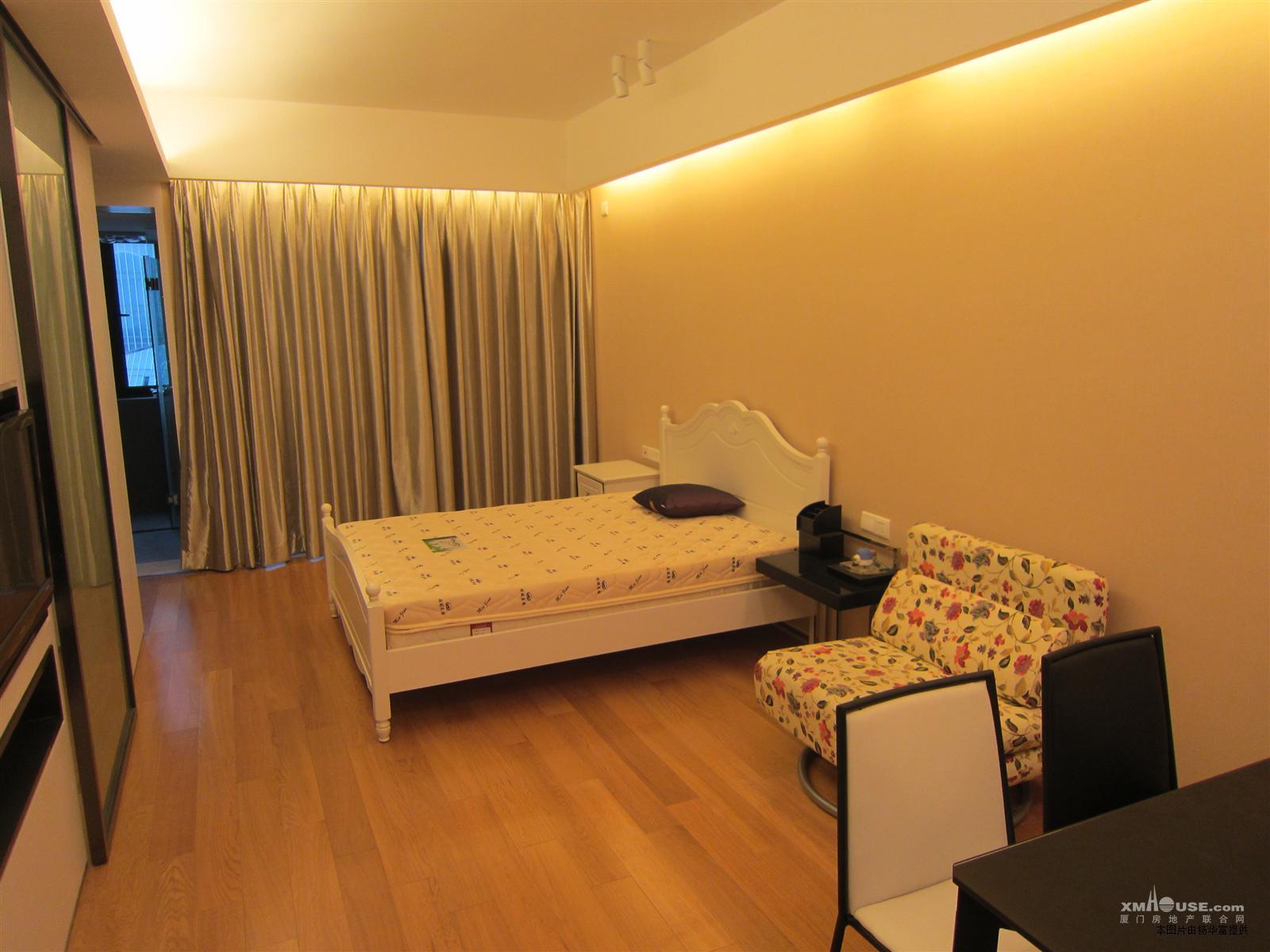 海峡单身公寓出售,豪华装修,黄金楼层,低价出售