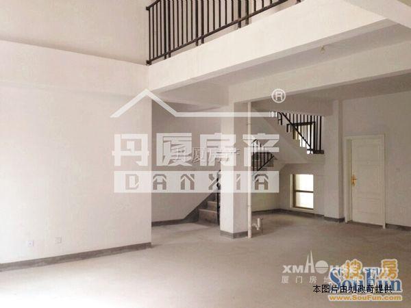 分别为d区3栋b梯28楼02户型楼中楼  1楼155平带南北花园平层  2楼16