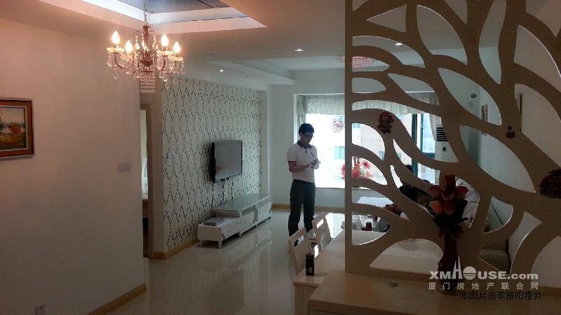 欧式时尚装修 大两房 家具齐全省优物业 指纹入户