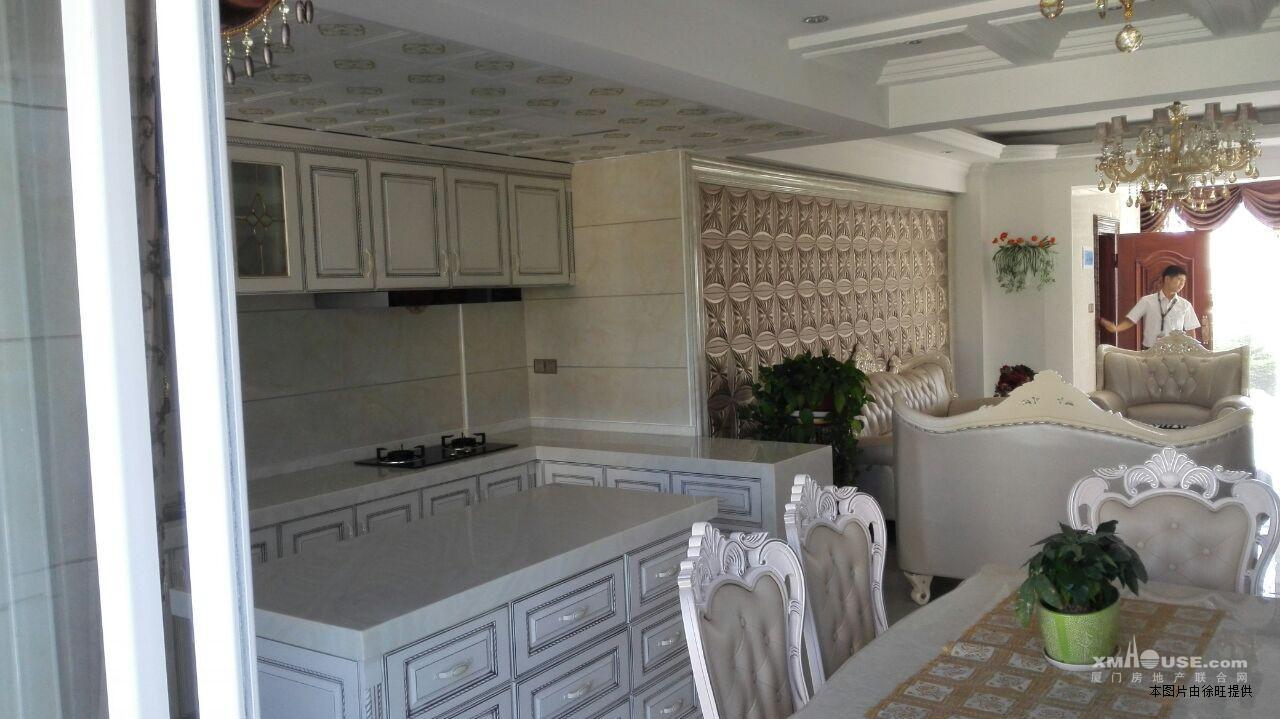 欧式装修155平优质美宅4房2厅客厅带阳台