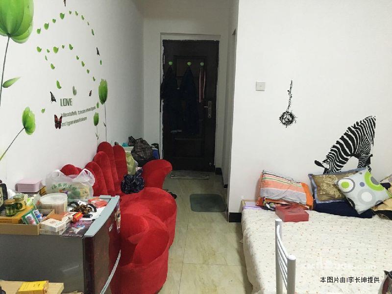 单身公寓带洗手间带飘窗