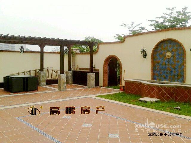 3, 裝修: 房子為業主精心裝修,實木復合木地板,非常現代和簡約, 4