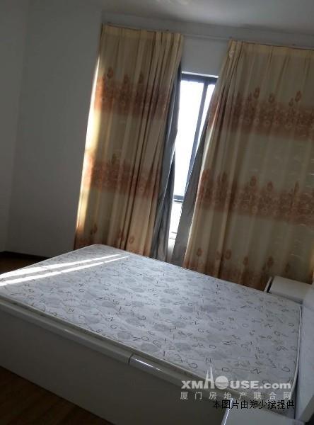 绿苑商城单身公寓高层!主卧阳台可看海景.精装修!