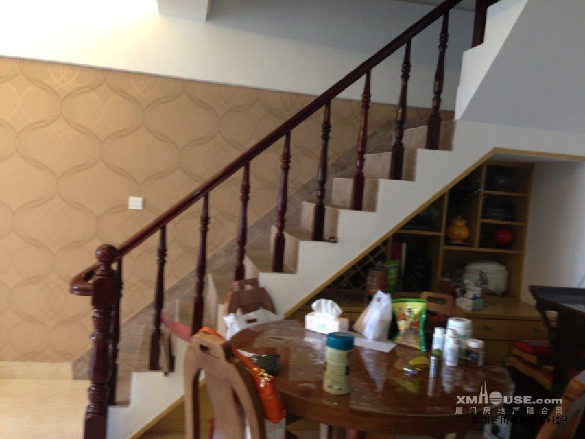 店铺楼梯装修效果图